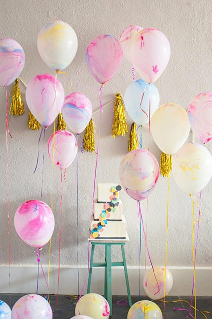 pink-wall-painted-balloons-decoration