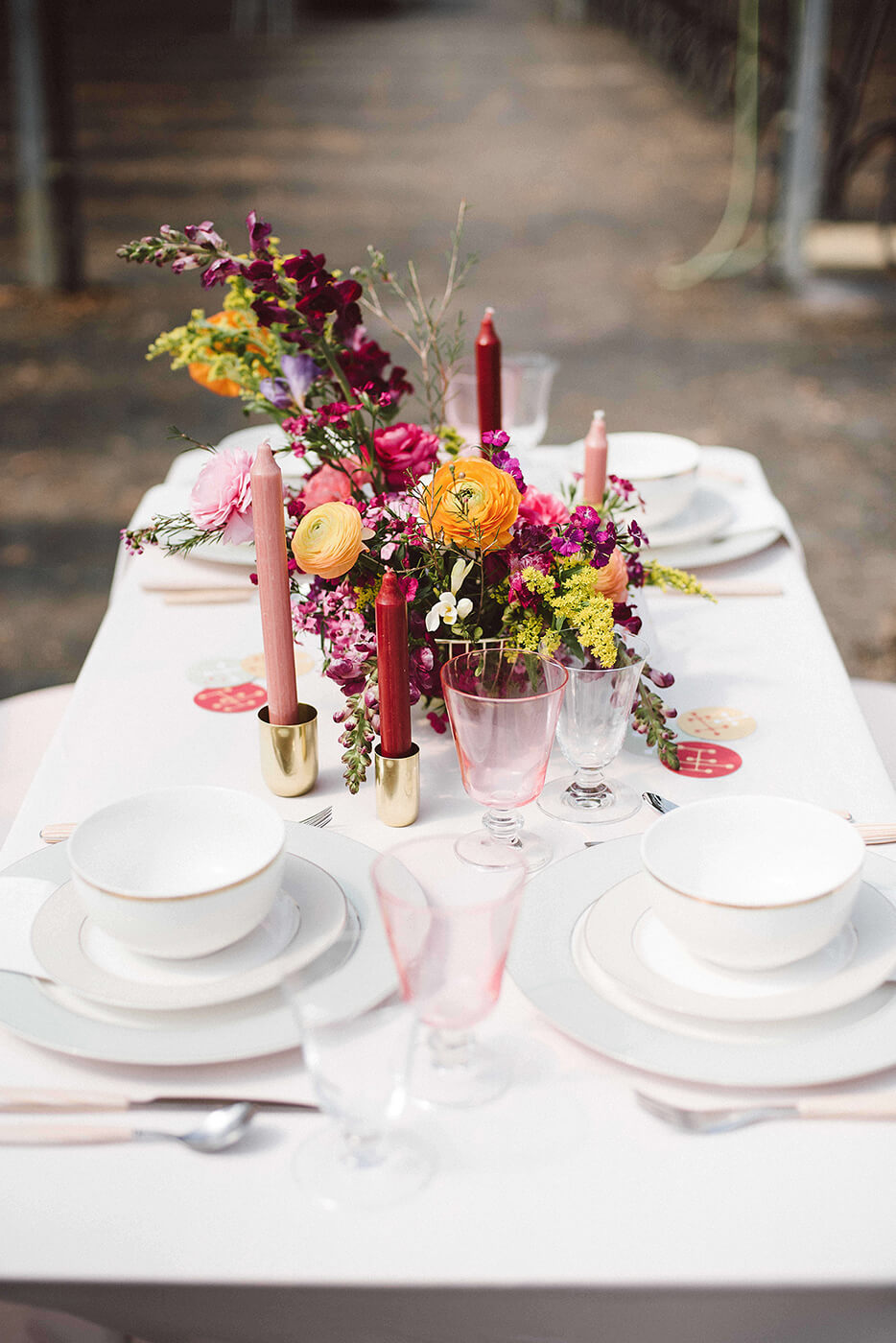 roma-organizacao-eventos-editorial-mid-century-modern-wedding-in-a-strawberry-field-05
