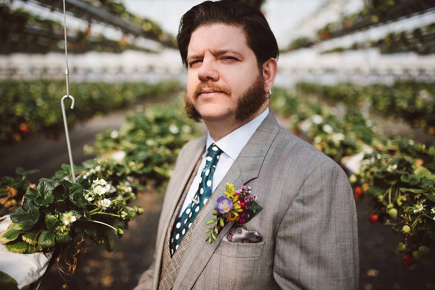 roma-organizacao-eventos-editorial-mid-century-modern-wedding-in-a-strawberry-field-11