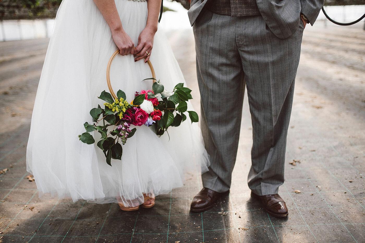 roma-organizacao-eventos-editorial-mid-century-modern-wedding-in-a-strawberry-field-15