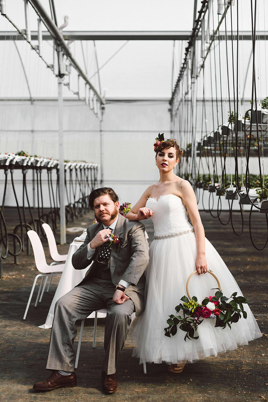 roma-organizacao-eventos-editorial-mid-century-modern-wedding-in-a-strawberry-field-16