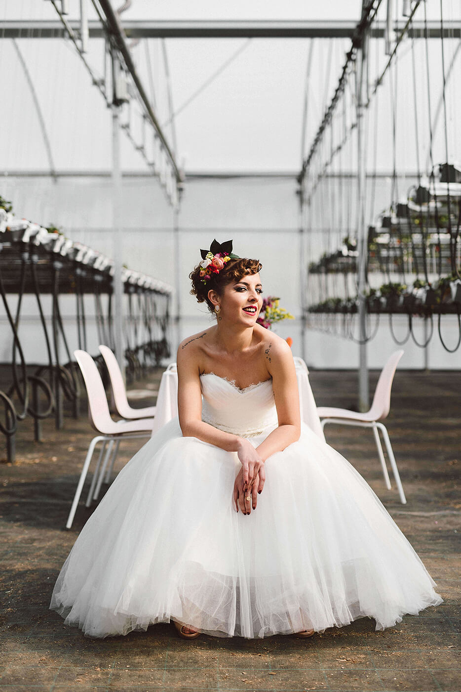 roma-organizacao-eventos-editorial-mid-century-modern-wedding-in-a-strawberry-field-17