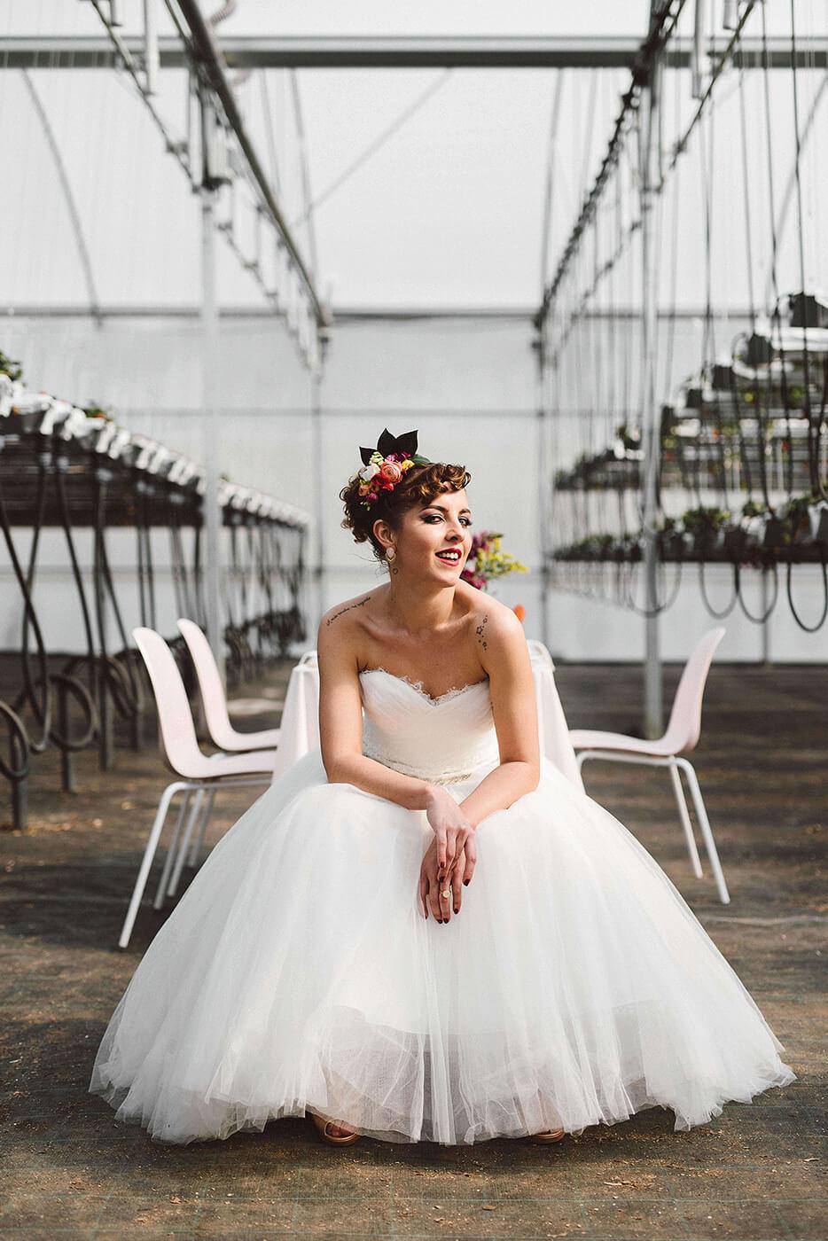 roma-organizacao-eventos-editorial-mid-century-modern-wedding-in-a-strawberry-field-17