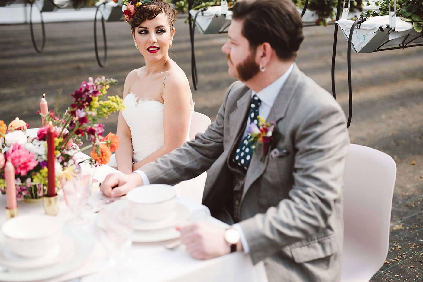 roma-organizacao-eventos-editorial-mid-century-modern-wedding-in-a-strawberry-field-18