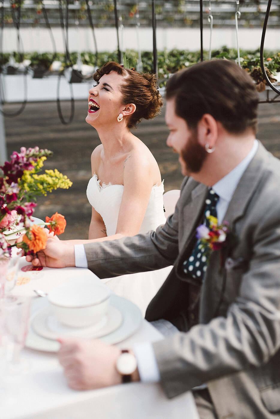 roma-organizacao-eventos-editorial-mid-century-modern-wedding-in-a-strawberry-field-19