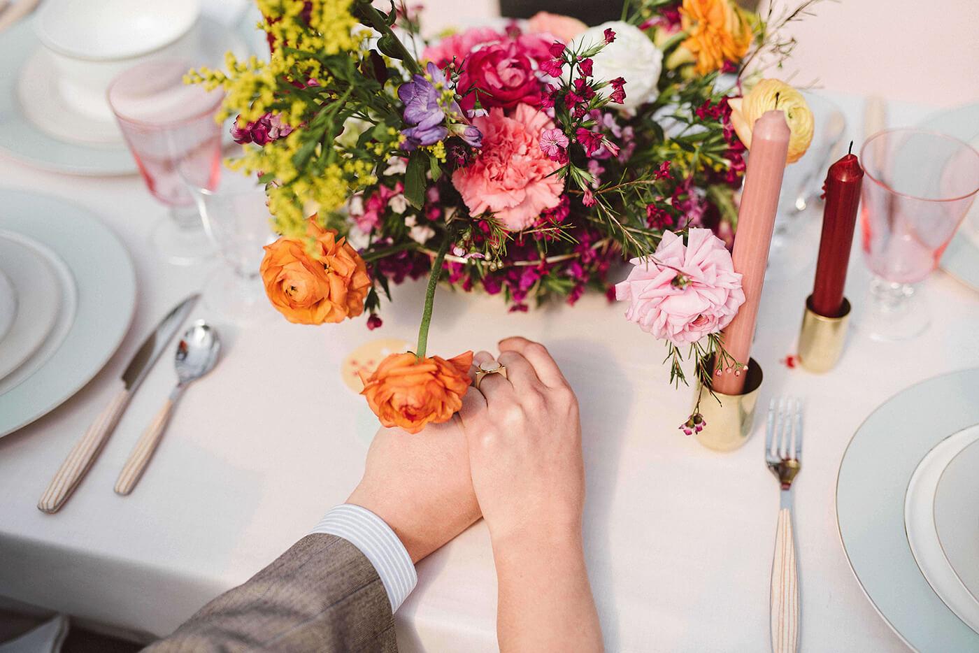 roma-organizacao-eventos-editorial-mid-century-modern-wedding-in-a-strawberry-field-21