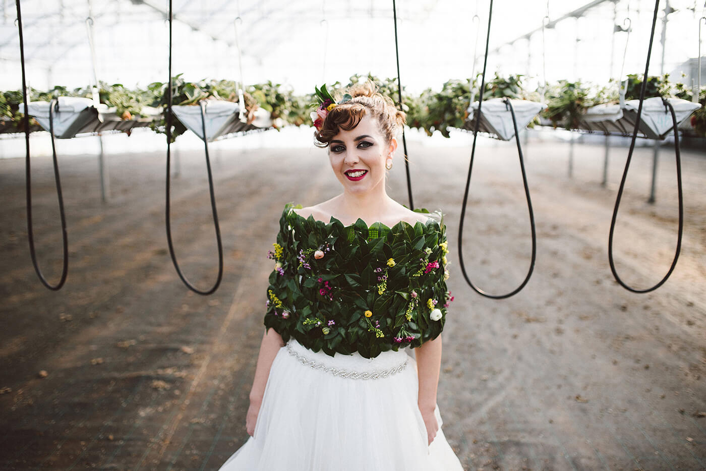 roma-organizacao-eventos-editorial-mid-century-modern-wedding-in-a-strawberry-field-22