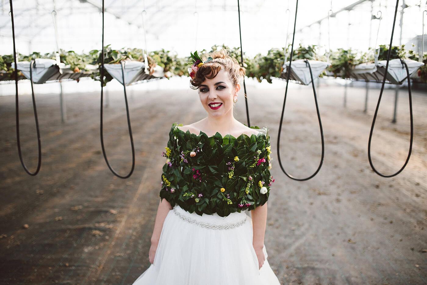 roma-organizacao-eventos-editorial-mid-century-modern-wedding-in-a-strawberry-field-22