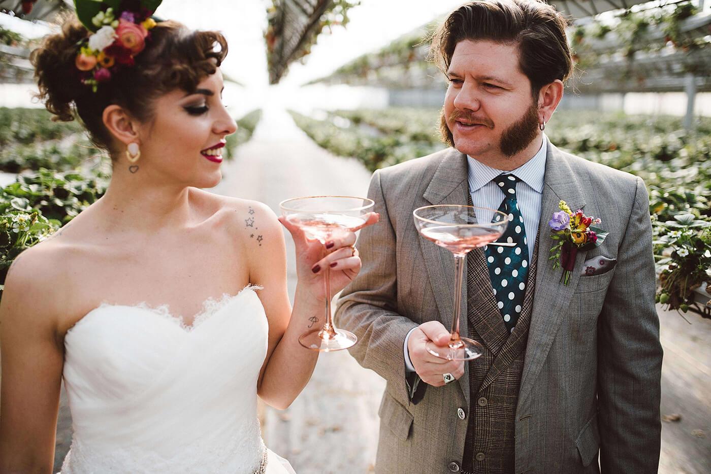 roma-organizacao-eventos-editorial-mid-century-modern-wedding-in-a-strawberry-field-29