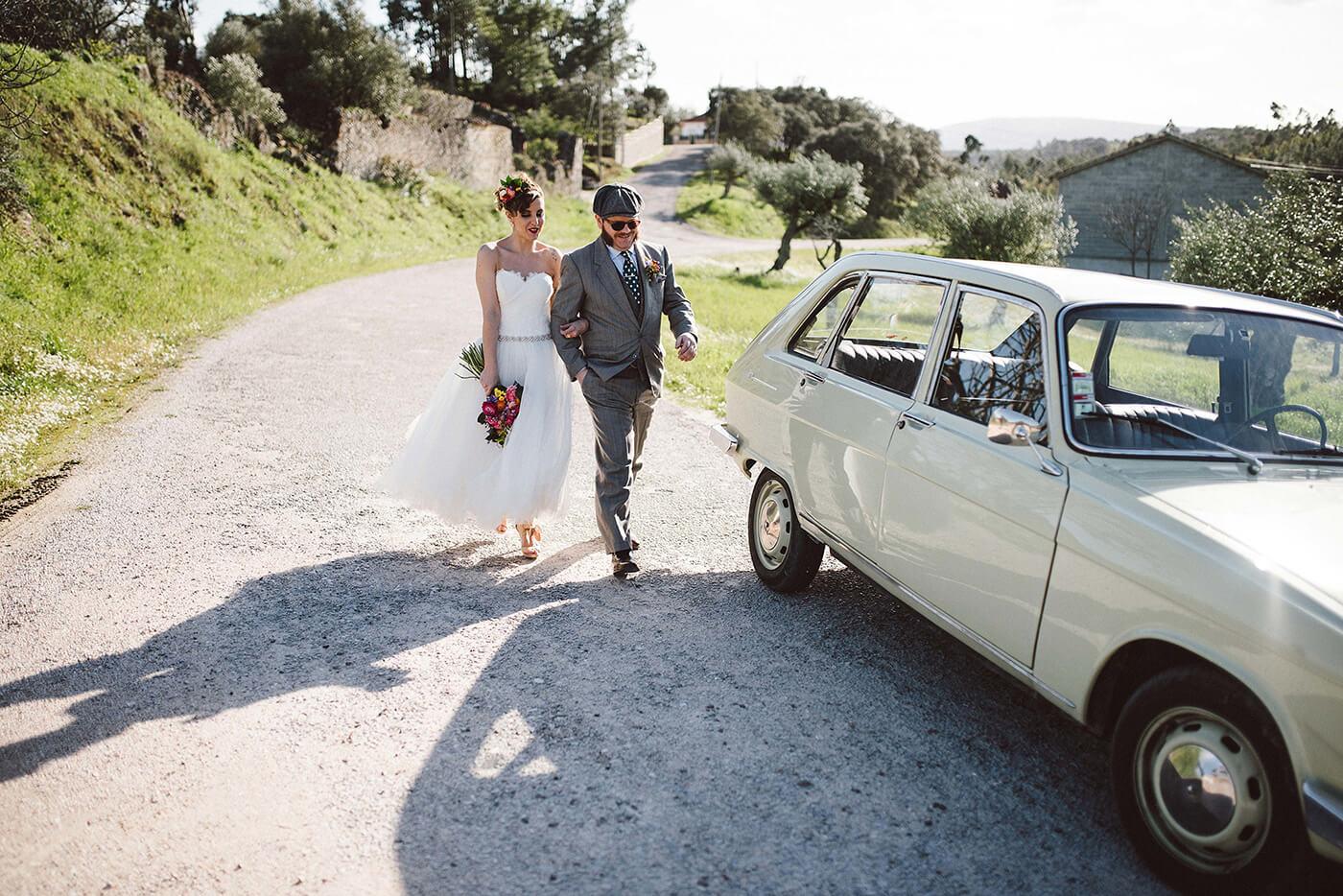 roma-organizacao-eventos-editorial-mid-century-modern-wedding-in-a-strawberry-field-30